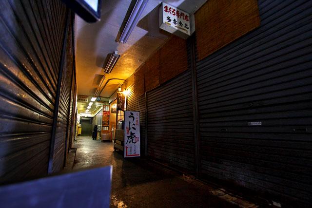 うに虎-通路2.jpg