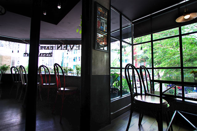 イレブンカフェ-窓際2.jpg