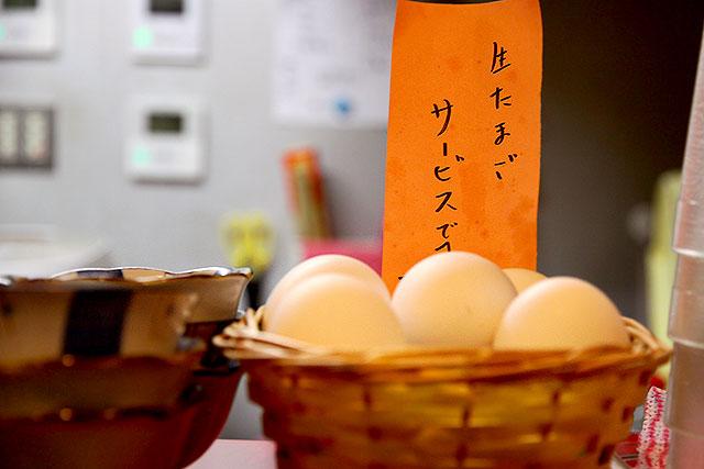 ダントツラーメン-生卵2.jpg