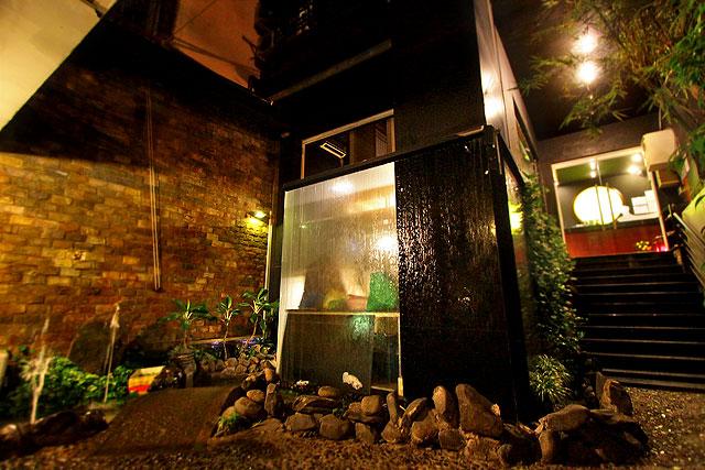 フーンニャット-入口夜2.jpg