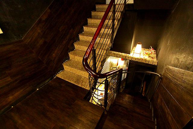 フーンニャット-階段2.jpg