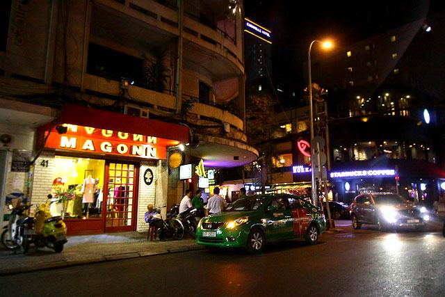 ベトナム-夜の街04-2.jpg