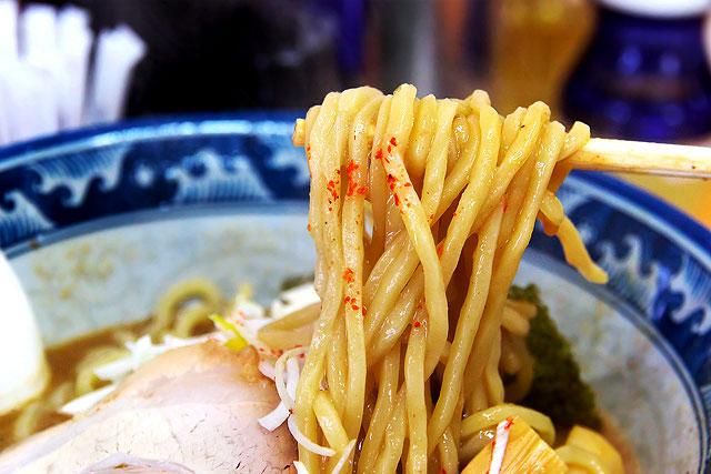 六根-中華そば麺2.jpg
