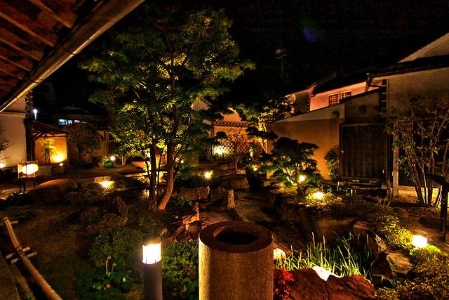 武野家-中庭2.jpg