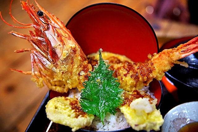 海寶-世界一大きいと思う天然えびの天丼2.jpg