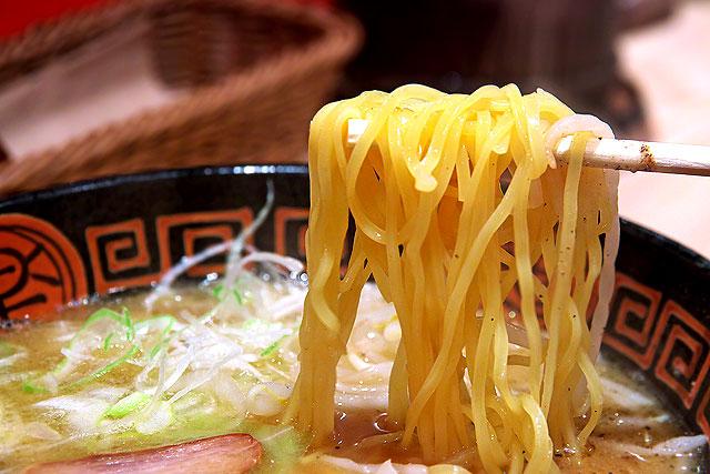 王龍ラーメン-麺2.jpg