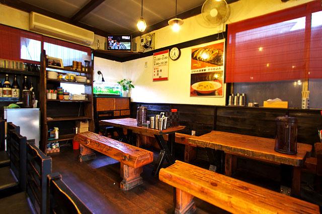 若松-テーブル席2.jpg