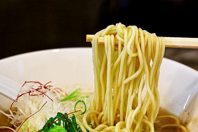 銀のダルマ-麺2.jpg