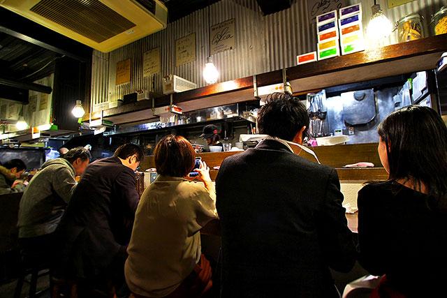 麺屋庄の-カウンター背後2.jpg