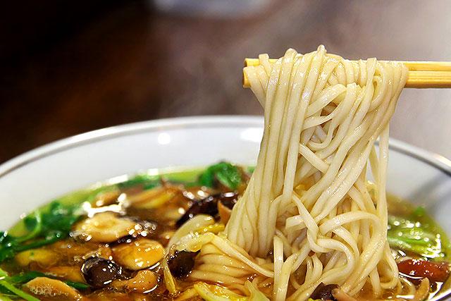 ハルオサンタダ_麺2.jpg