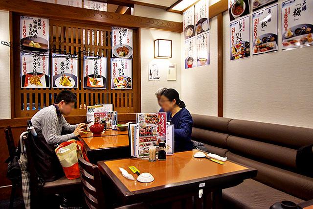 寿し常アトレ亀戸店-テーブル席2.jpg