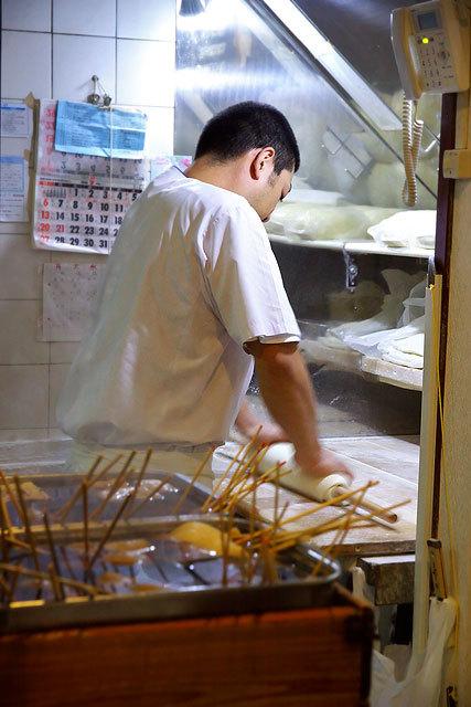 手打ちうどん 鶴丸(つるまる)-麺打ち台.jpg