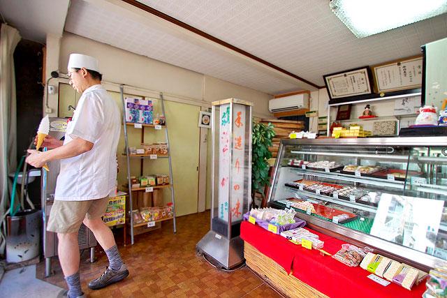浜川三寿堂-店内2.jpg