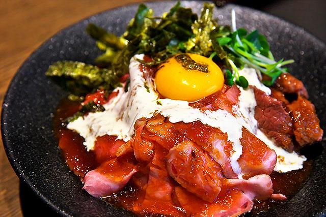 肉どん侍-三種肉どん2.jpg