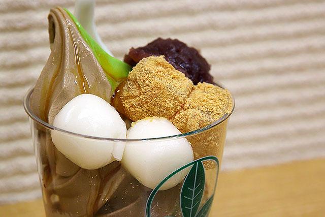 菓庄茶屋-ミックスわらび餅ソフト2.jpg