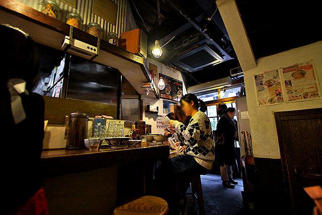 麺屋庄の-カウンター入口2.jpg